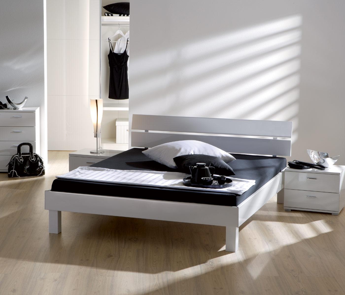 weißes hochglanz designerbett in edlem design - norman, Schlafzimmer entwurf