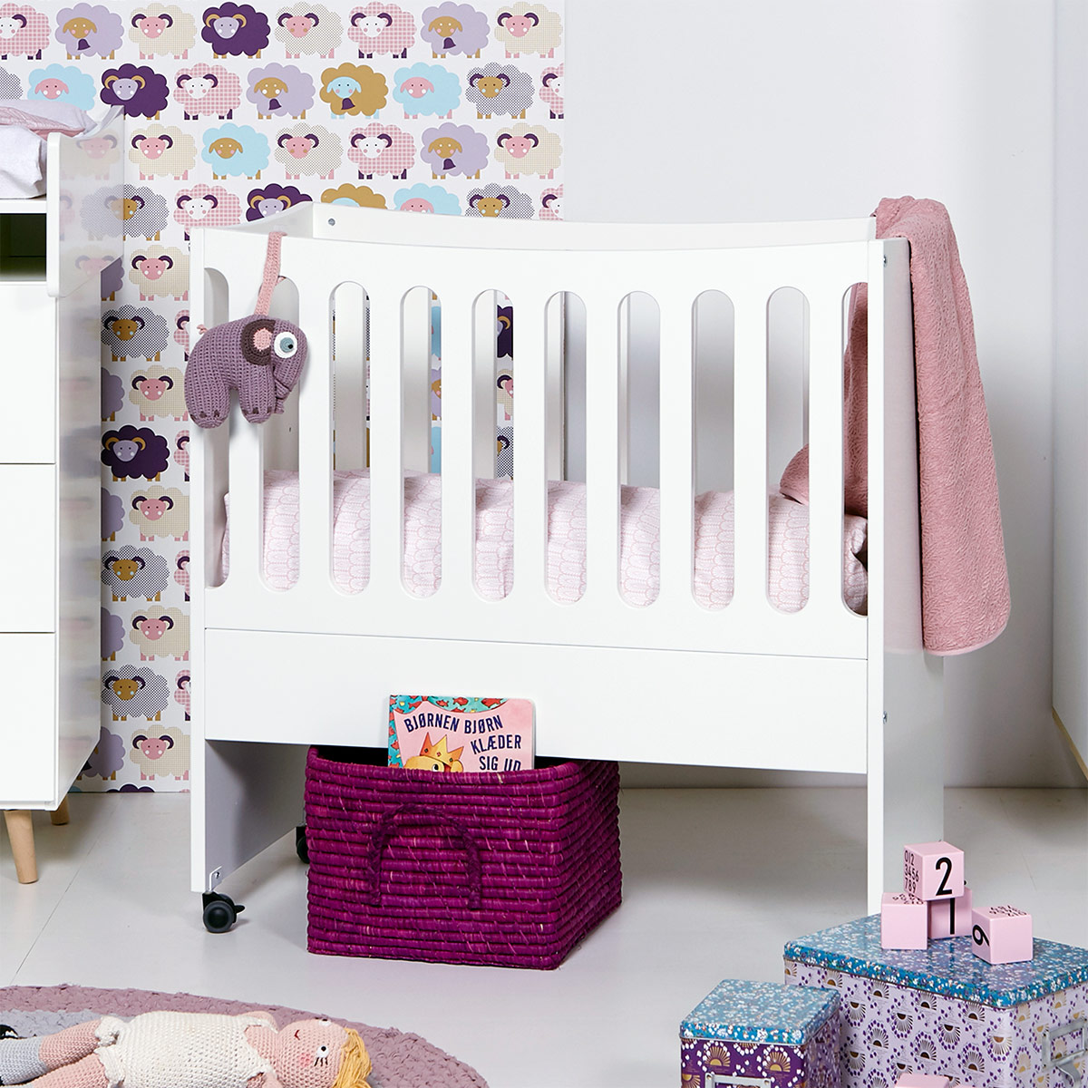 beistellbett umbaubar zum babybett mit rollen kids town. Black Bedroom Furniture Sets. Home Design Ideas