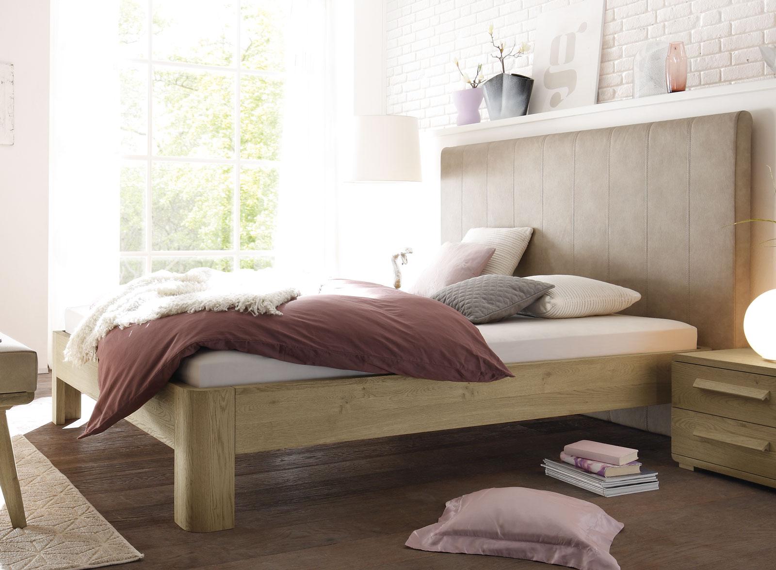 massivholzbett aus eiche ge lt mit hohem wandpaneel banco. Black Bedroom Furniture Sets. Home Design Ideas