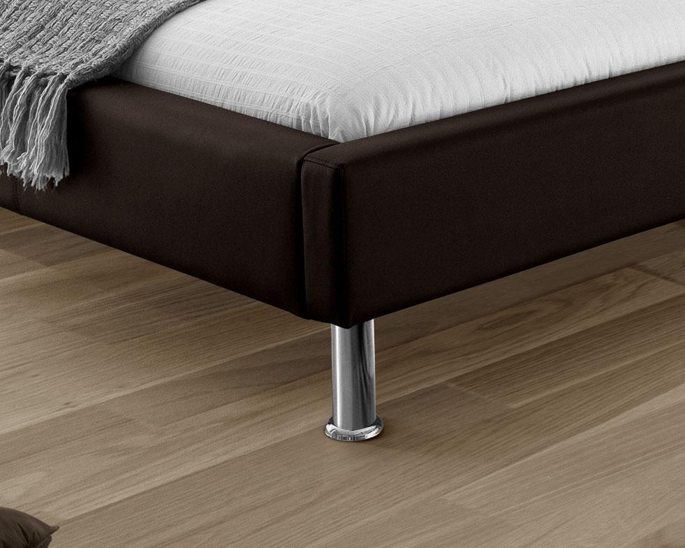 bett aus kunstleder mit farbiger nackenrolle basildon. Black Bedroom Furniture Sets. Home Design Ideas