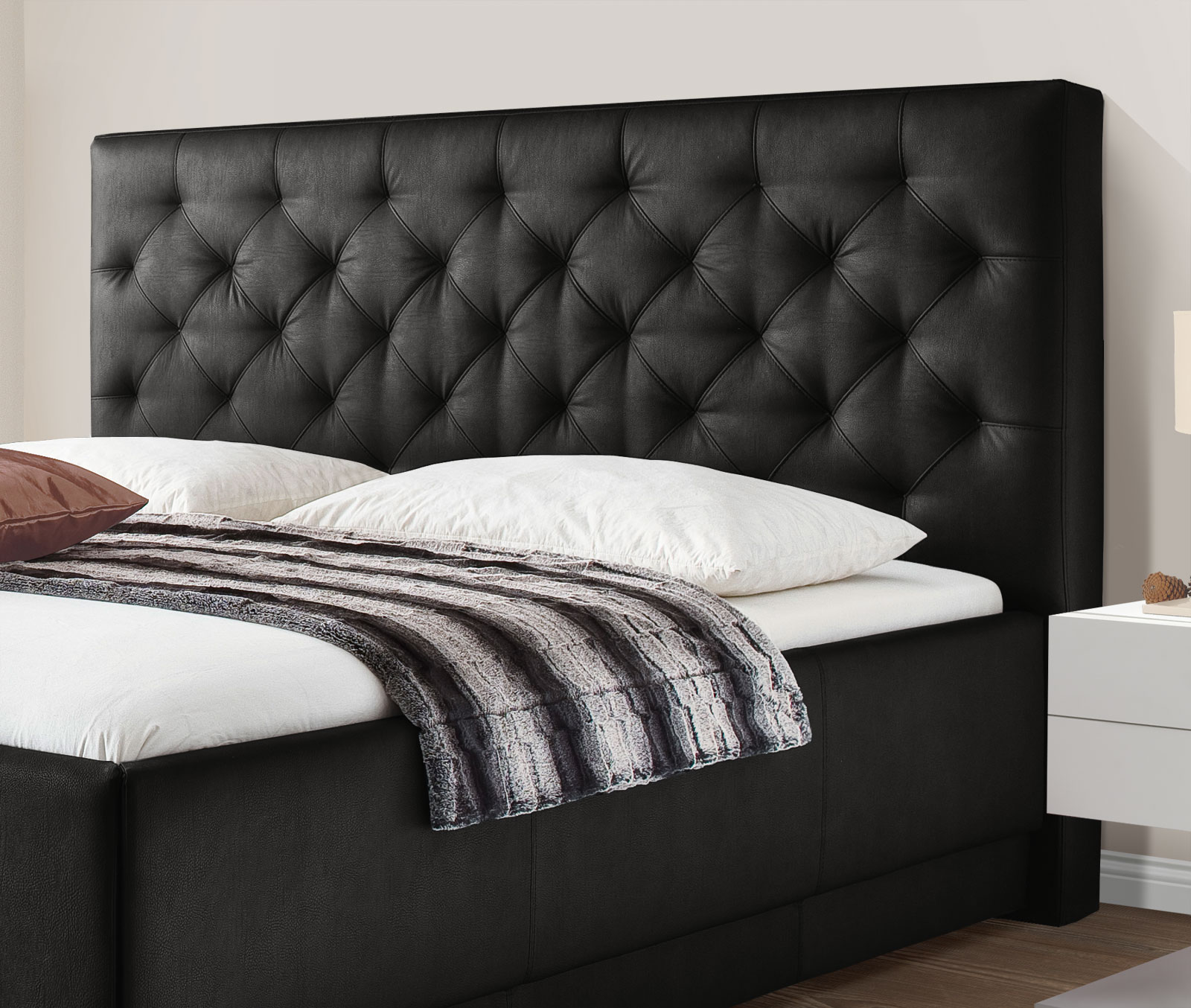 kunstleder bett mit chesterfield kopfteil castletown. Black Bedroom Furniture Sets. Home Design Ideas