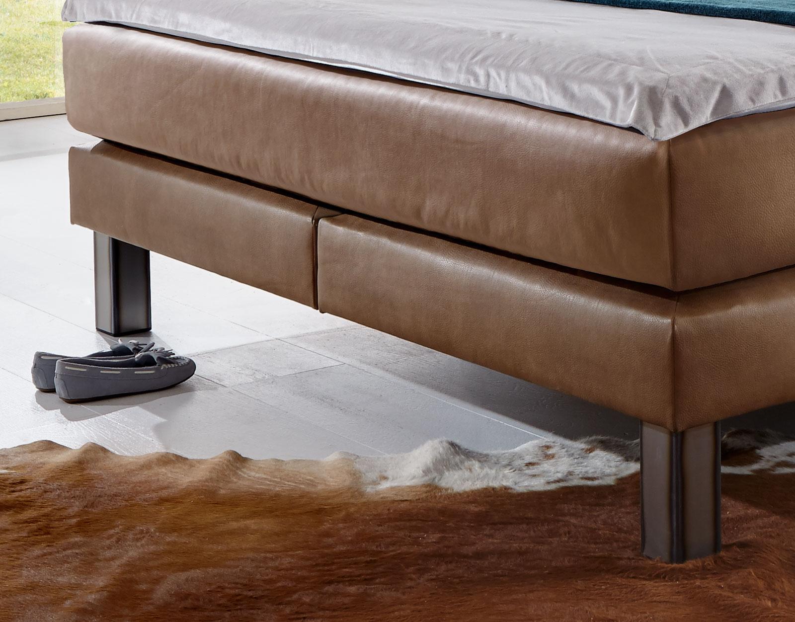 kunstleder boxspringbett im modernen landhausstil kastilia. Black Bedroom Furniture Sets. Home Design Ideas