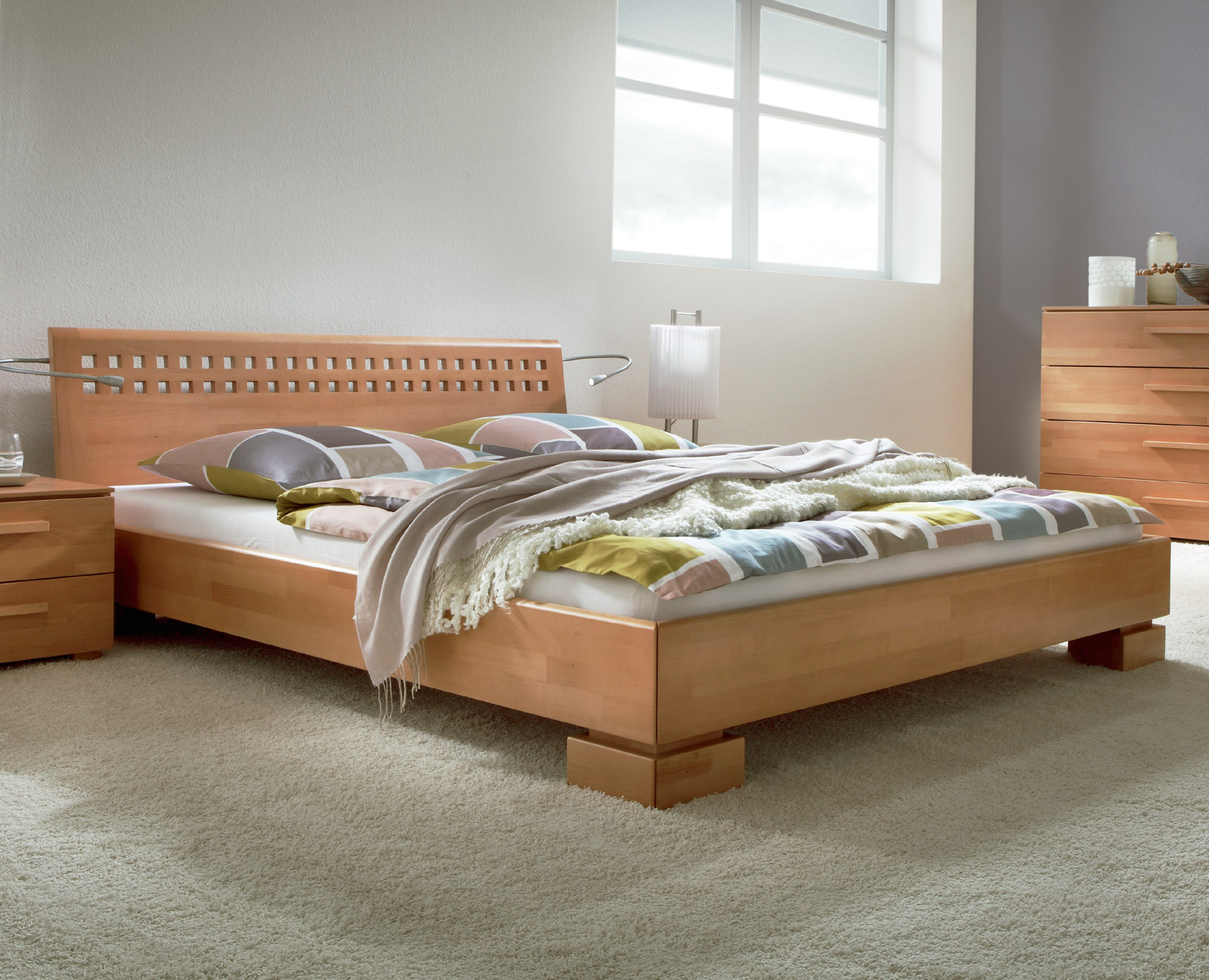 hochwertiges bett aus massiver buche lackiert bett lima. Black Bedroom Furniture Sets. Home Design Ideas