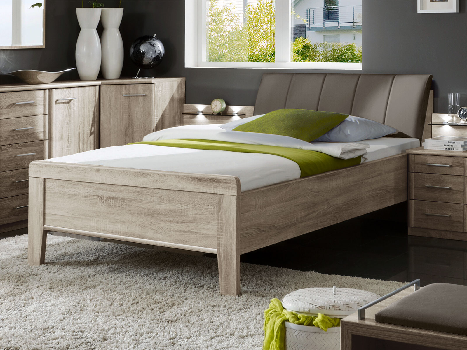designerbett in eiche dekor mit leder kopfteil runcorn. Black Bedroom Furniture Sets. Home Design Ideas
