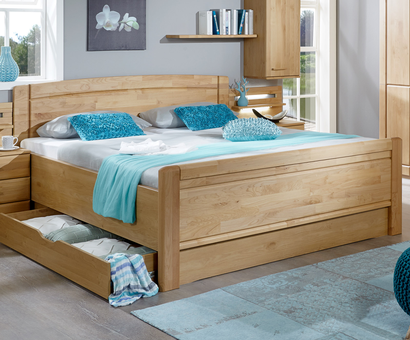 Bett im Landhausstil aus Erle, wählbare Bettschublade - Trikomo