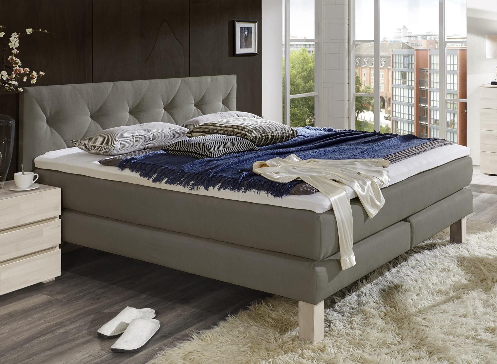 boxspringbett in romantisch verspieltem design cantabria. Black Bedroom Furniture Sets. Home Design Ideas