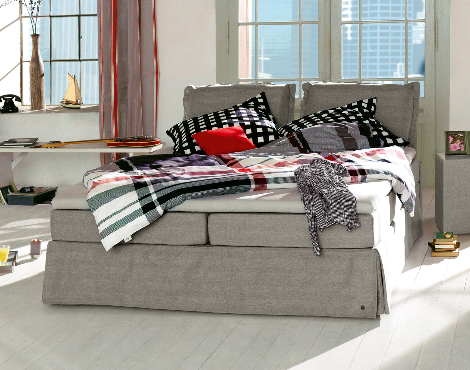 romantisches tom tailor cushion boxspringbett mit volant. Black Bedroom Furniture Sets. Home Design Ideas