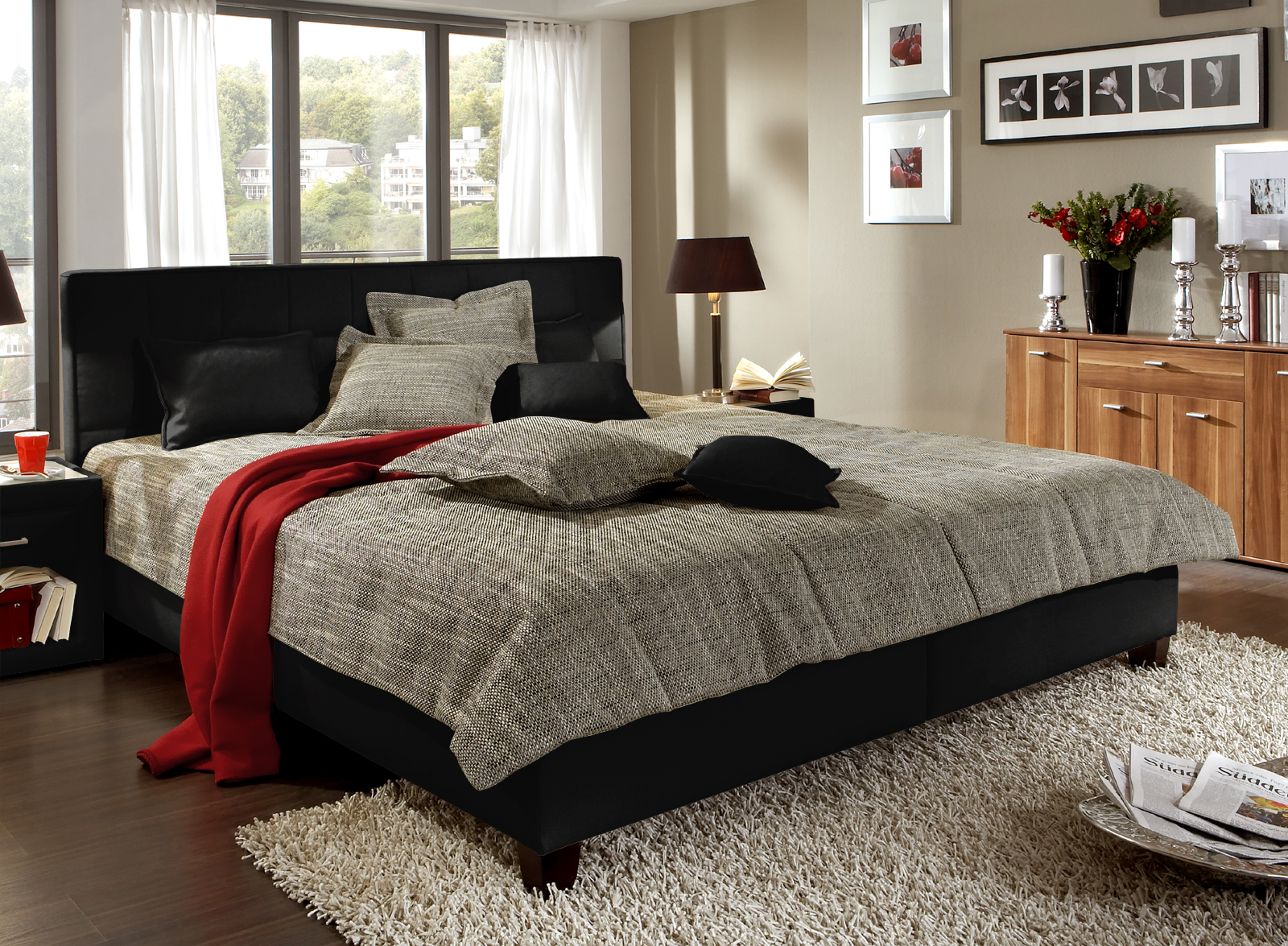 sch nes polsterbett mit ger umigem bettkasten sansone. Black Bedroom Furniture Sets. Home Design Ideas