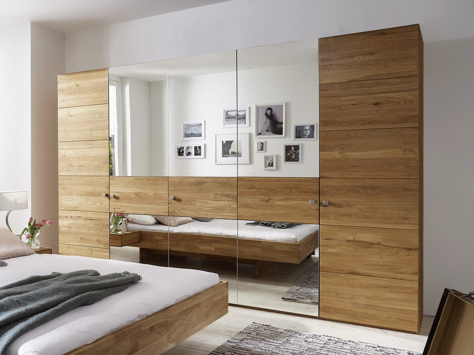 kleiderschrank aus wildeiche mit spiegelfront binita. Black Bedroom Furniture Sets. Home Design Ideas