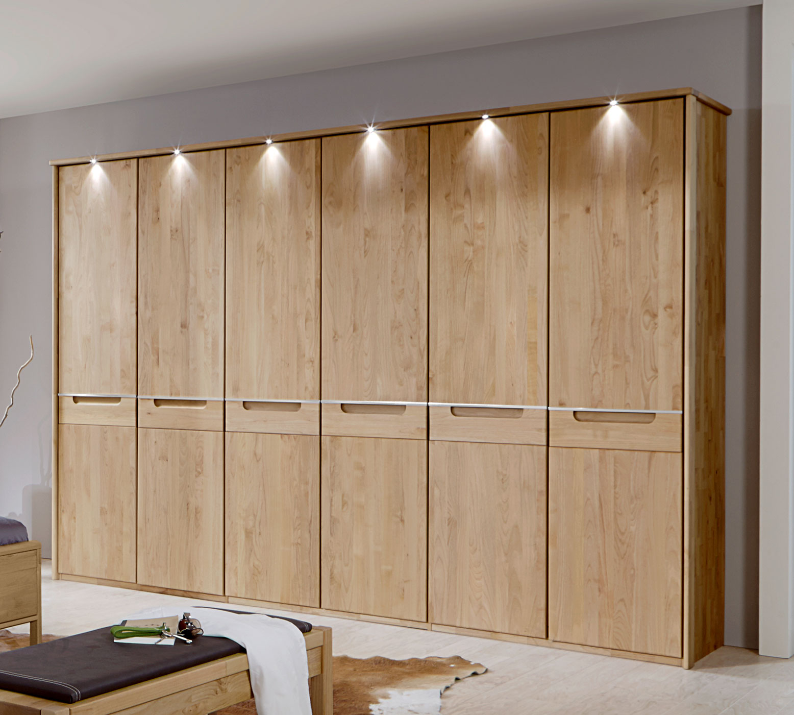 kleiderschrank beleuchtung led begehbarer kleiderschrank. Black Bedroom Furniture Sets. Home Design Ideas