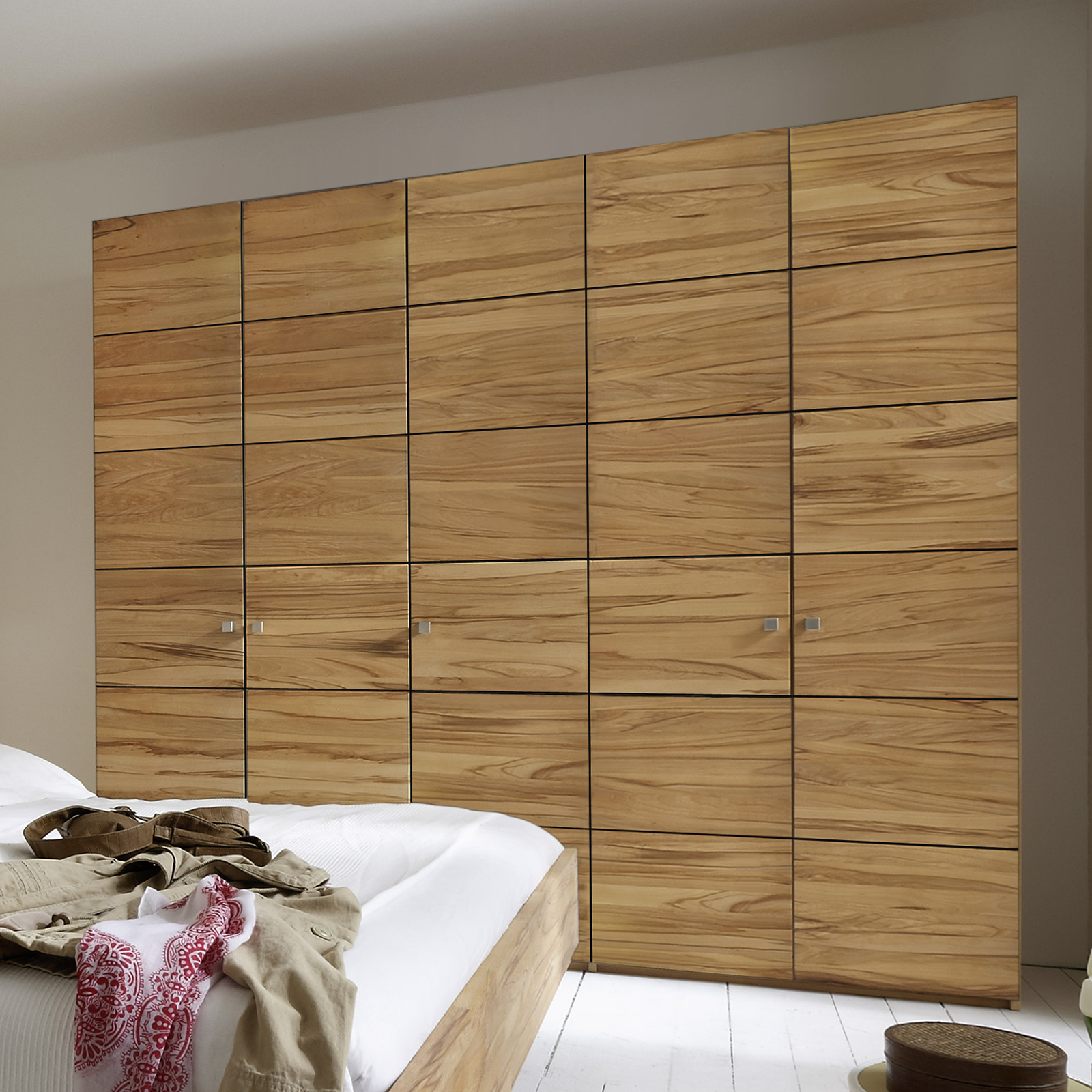 dreht ren kleiderschrank mit front aus kernbuche karan. Black Bedroom Furniture Sets. Home Design Ideas
