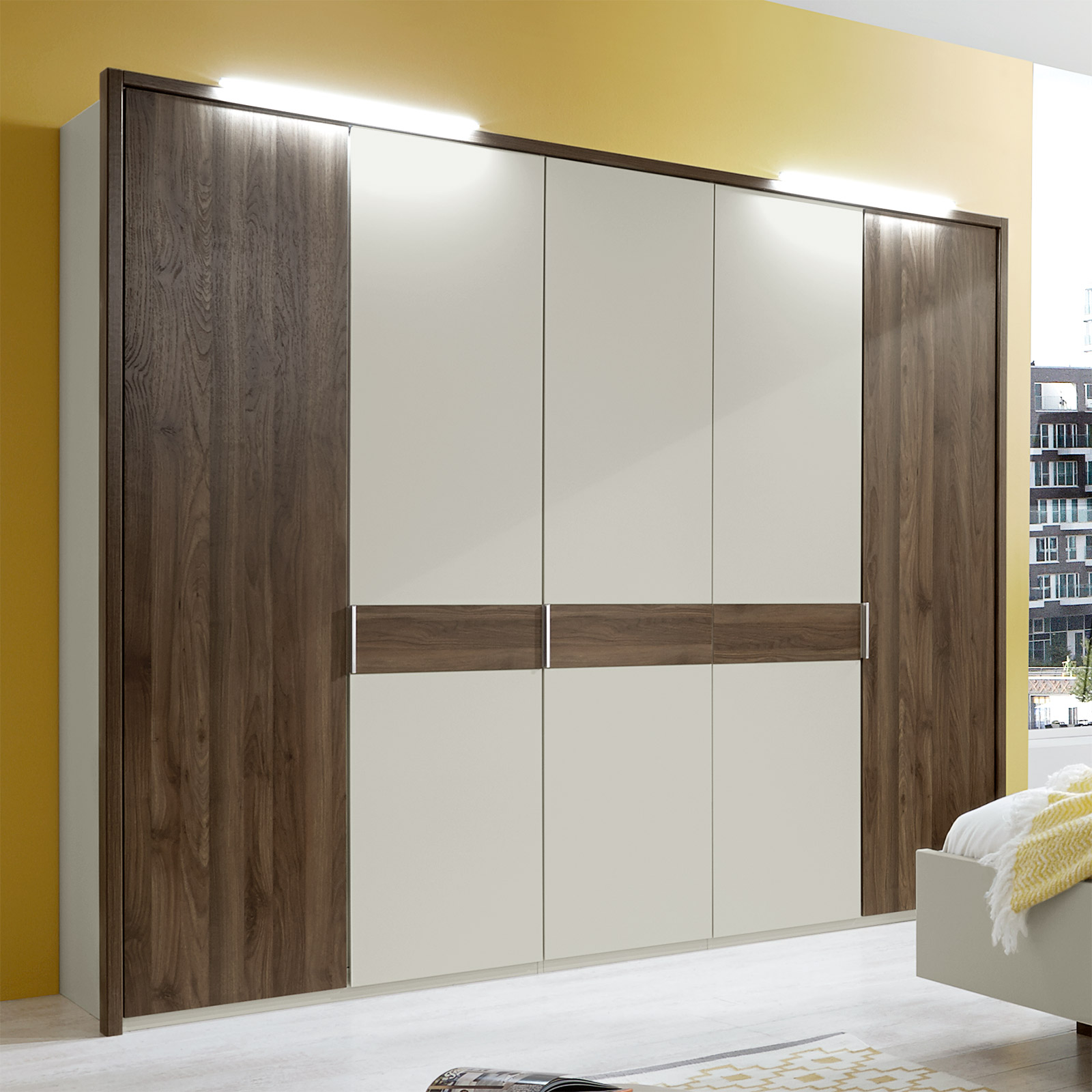 dekor kleiderschrank mit dreht ren und passepartout rahmen. Black Bedroom Furniture Sets. Home Design Ideas