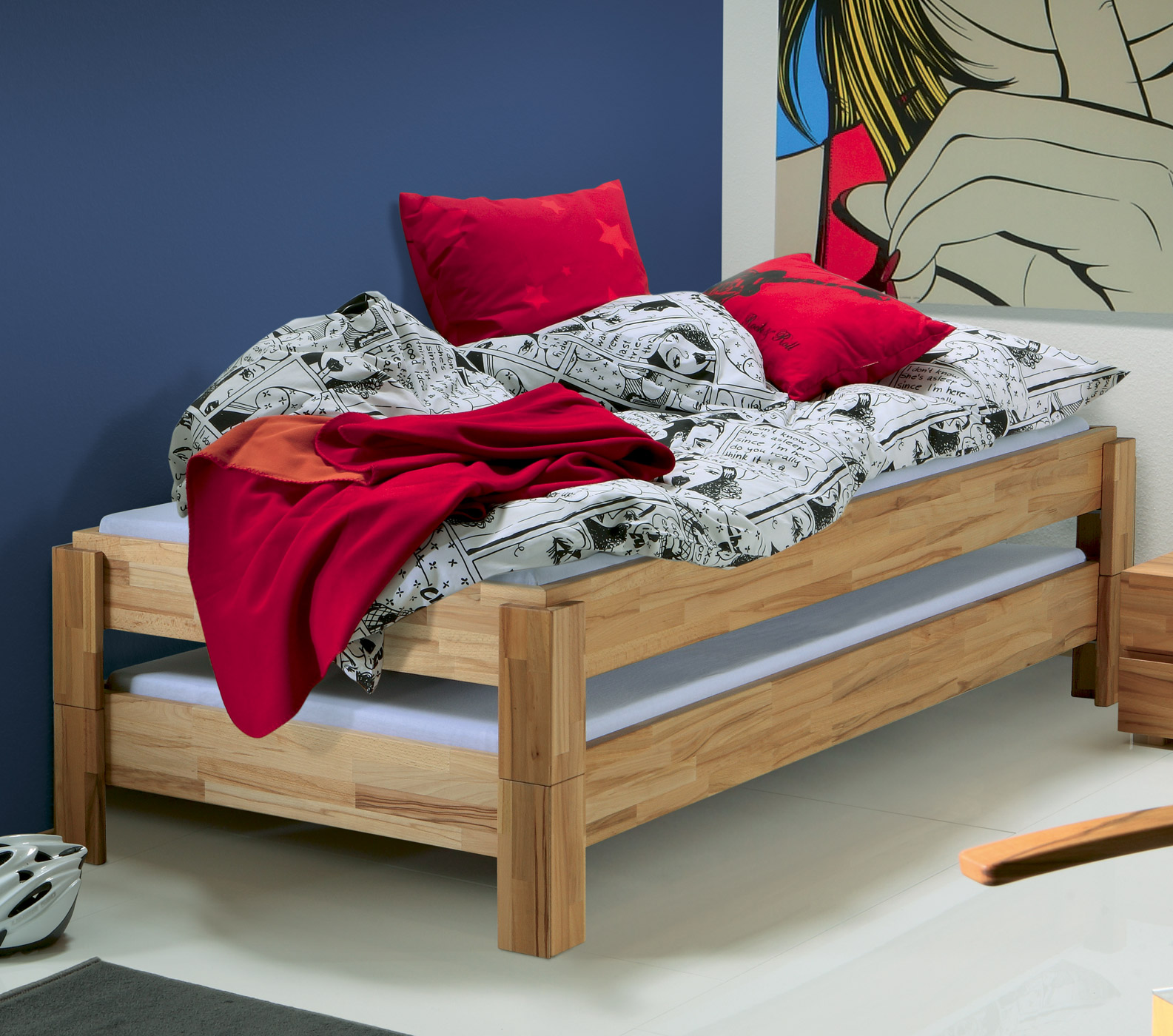 Die Stapelliege Kann Auch In Gestapeltem Zustand Als Bett Genutzt Werden.