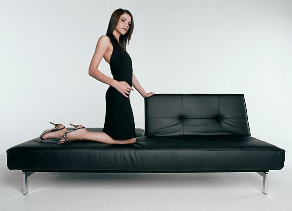 schwarze schlafcouch ausklappbar flash light. Black Bedroom Furniture Sets. Home Design Ideas