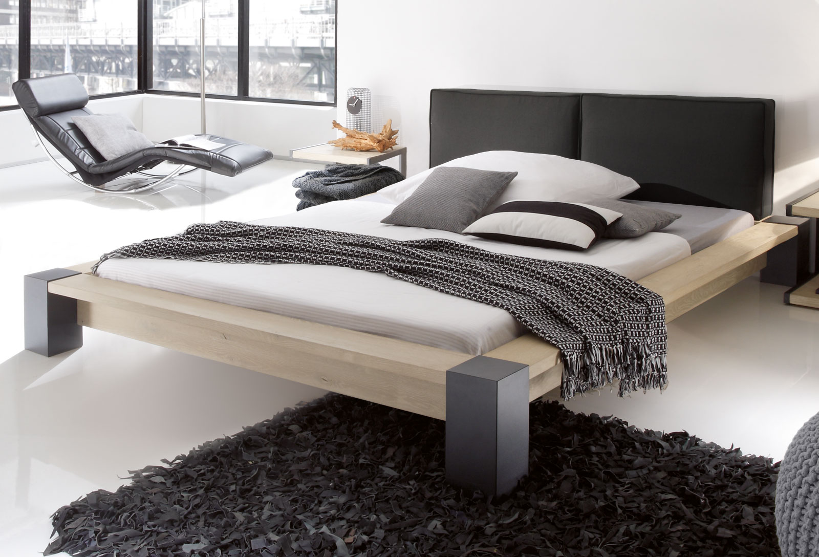 wildeichenbett in moderener futonh he savena. Black Bedroom Furniture Sets. Home Design Ideas
