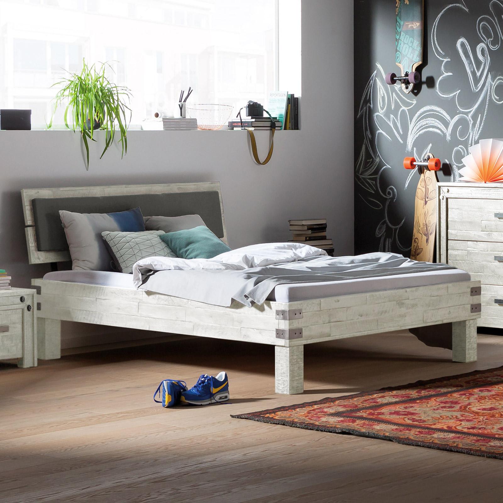 Jugendbett aus akazie im industrial style felipe for Jugendzimmer 2 betten