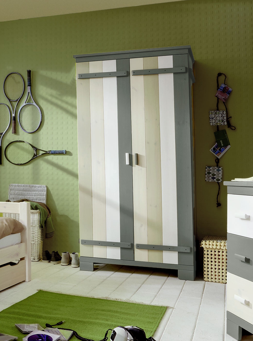 Kinderzimmer Kleiderschrank Laubhütte aus Massivholz