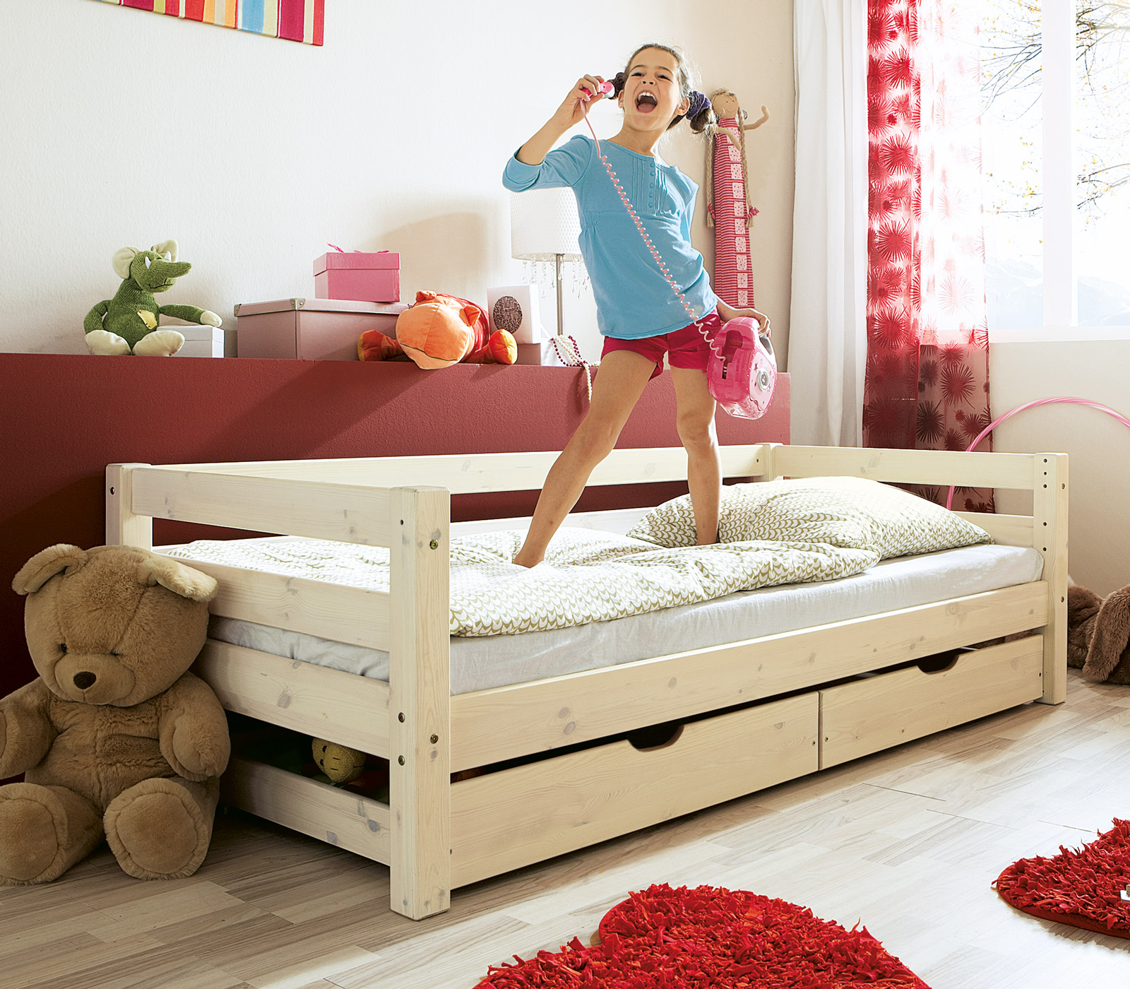 kinderbett in wei aus kiefer t v gepr ft kids paradise. Black Bedroom Furniture Sets. Home Design Ideas