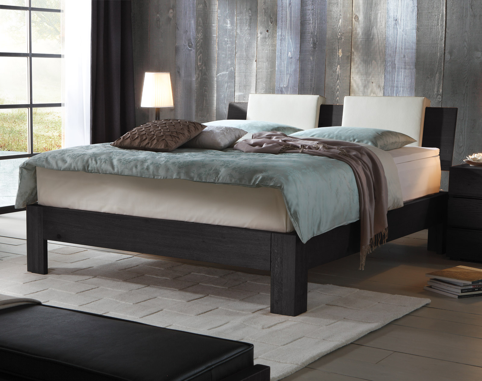 die graphitfarbene rahmenvariante passt sehr sch n in helle. Black Bedroom Furniture Sets. Home Design Ideas