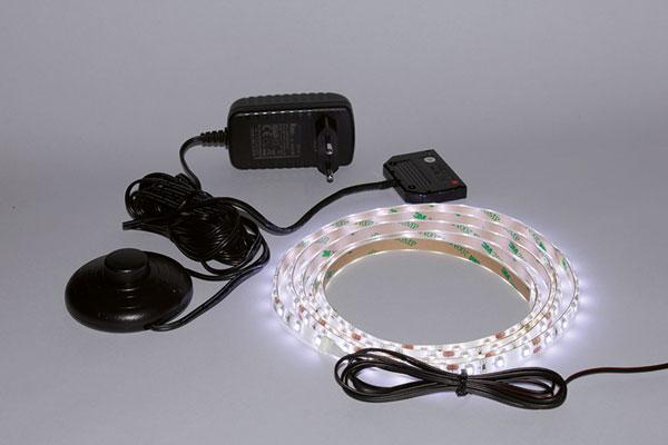 hintergrundbeleuchtung granada indirekte beleuchtung im schlafzimmer. Black Bedroom Furniture Sets. Home Design Ideas