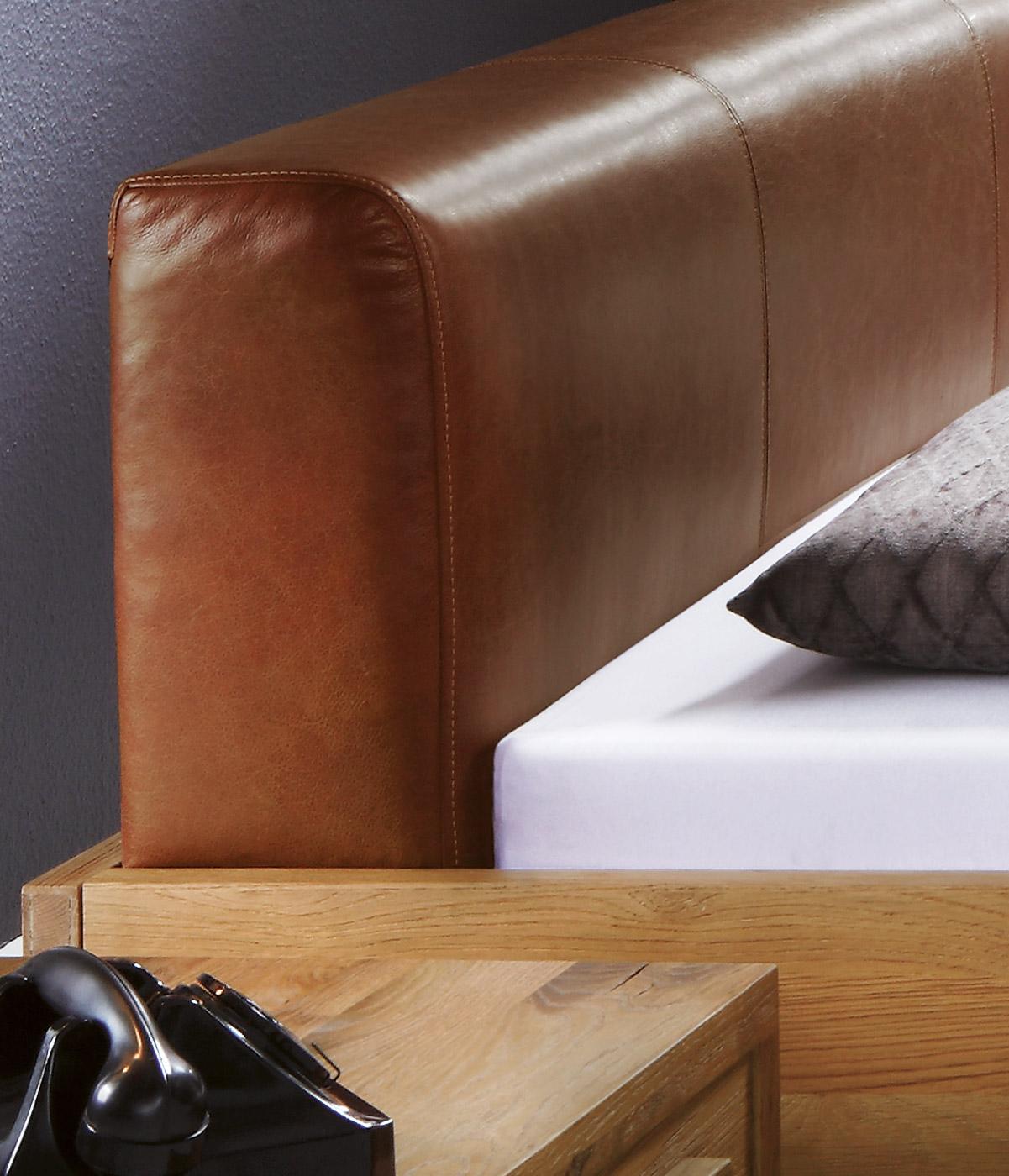 edler bettrahmen aus wildeiche mit kopfteil campinas. Black Bedroom Furniture Sets. Home Design Ideas