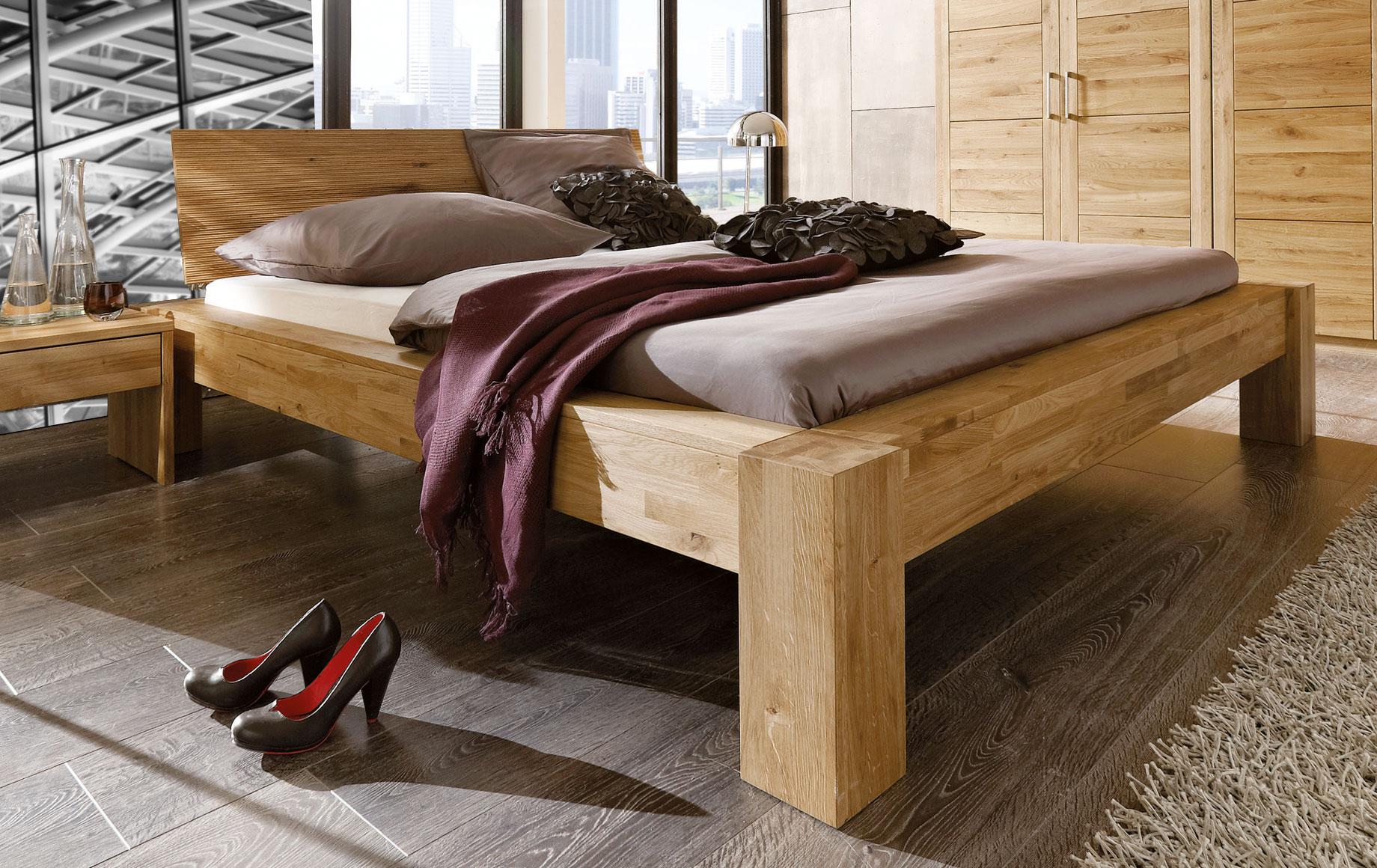 edles bett aus wildeiche massiv und ge lt marsala. Black Bedroom Furniture Sets. Home Design Ideas