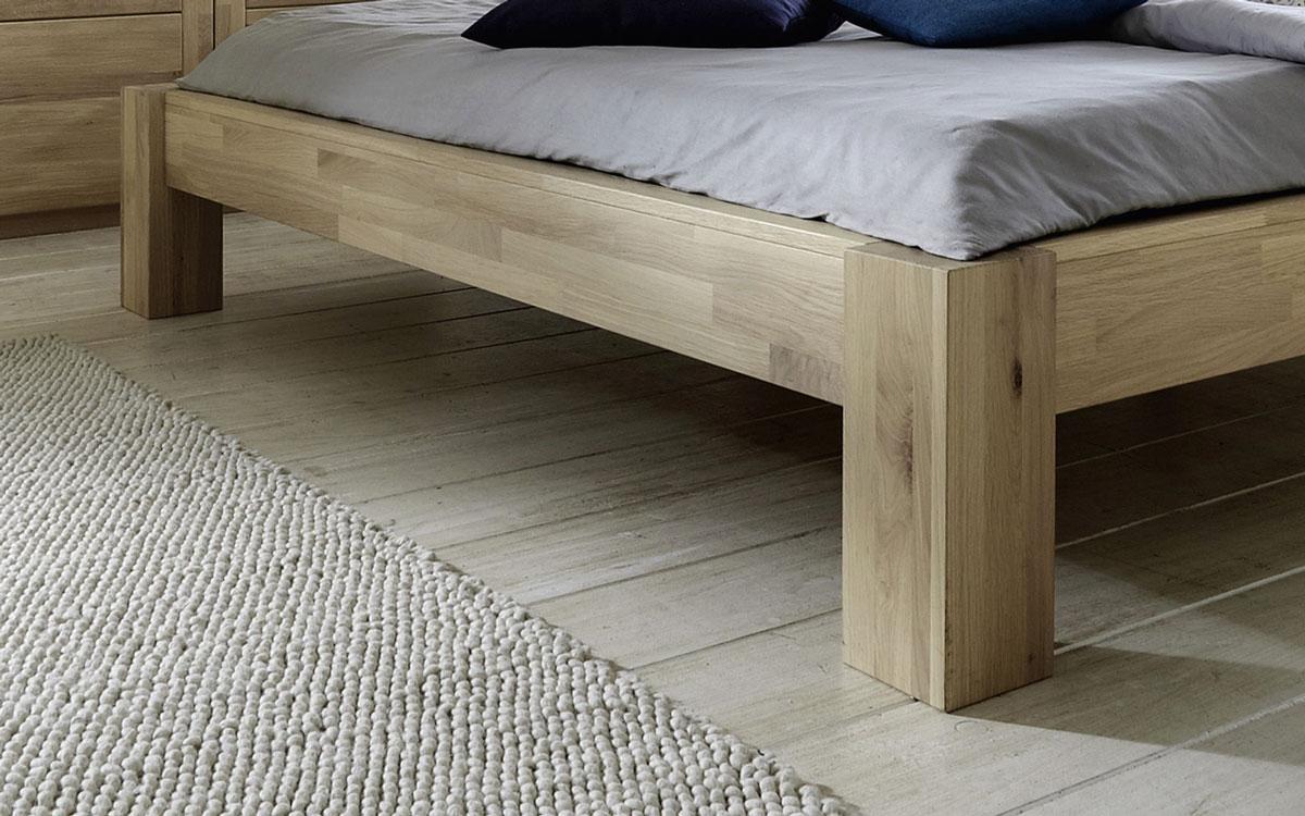massives wildeichebett in rustikaler optik nino. Black Bedroom Furniture Sets. Home Design Ideas