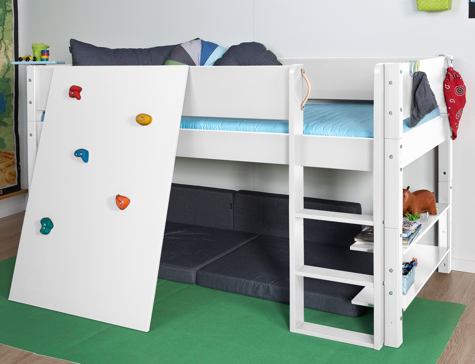 niedriges hochbett z b in wei mit kletterwand kids town. Black Bedroom Furniture Sets. Home Design Ideas