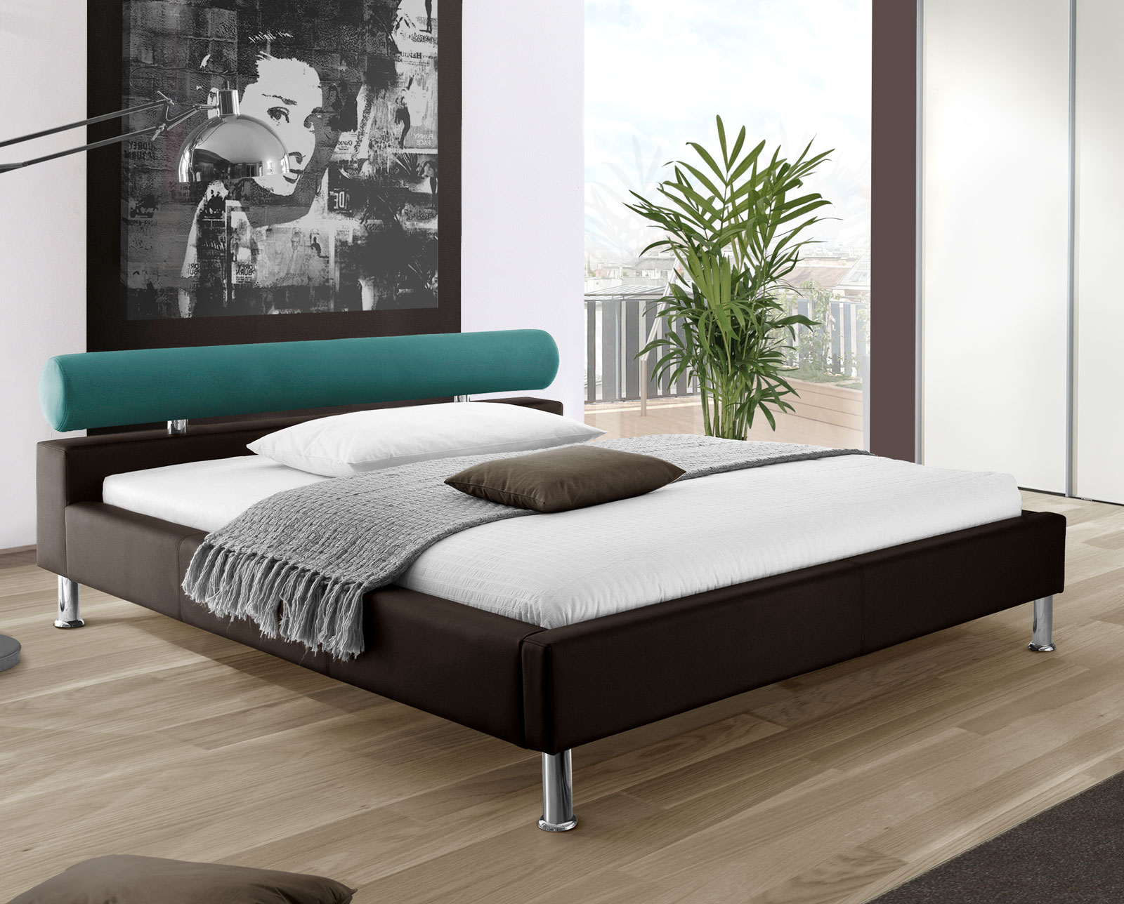 bett aus kunstleder mit farbiger nackenrolle basildon. Black Bedroom Furniture Sets. Home Design Ideas