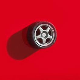 Tuning mit Reifenmotiv als Griff