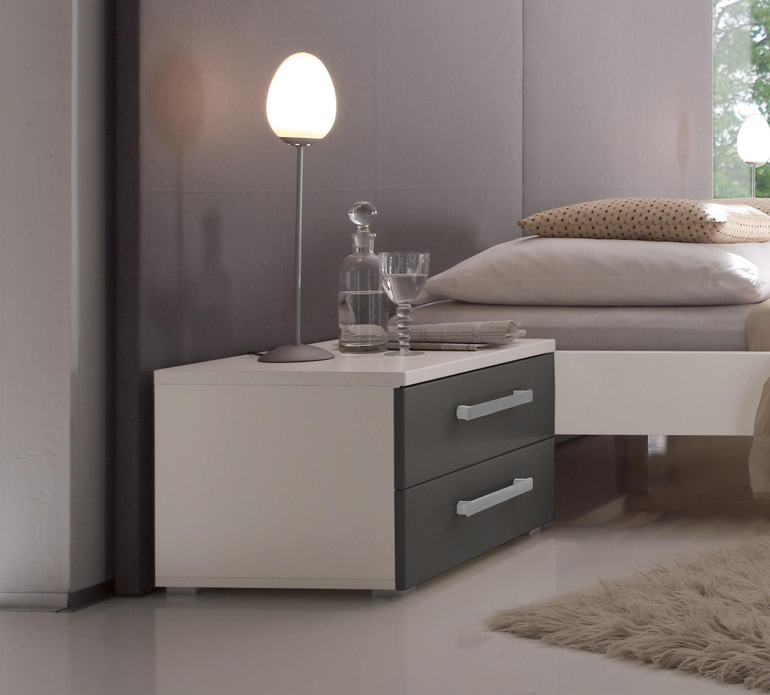 kein platz fr nachttisch trendy industrial by chris snook with kein platz fr nachttisch. Black Bedroom Furniture Sets. Home Design Ideas