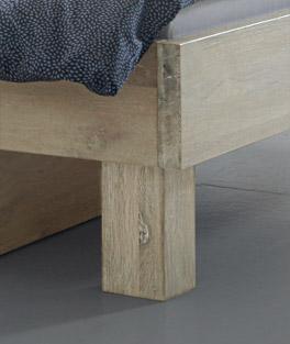 Stabile Bettbeine von Massivholzbett Soria