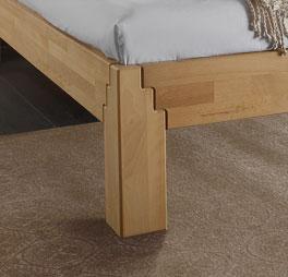 Bett Aargau mit Winkelfüßen in Treppenform
