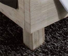 Bett Arezzo mit stabilen Massivholz-Füßen