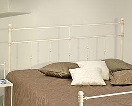 Massives Bett Astara mit hochwertigem Kopfteil