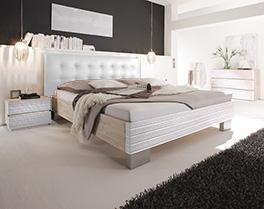 Bett Bari aus Akazienholz in weiss und Leder in weiss