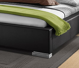 Hochwertiges Bett Baskerville mit Chrom-Füßen