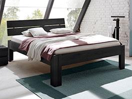 Bett Bayamo aus rustikalem Massivholz