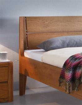 Bett Bermudo mit Massivholz-Kopfteil, Eiche cognac