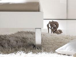 Bett Brescia aus MDF mit Füßen in unterschiedlicher Groeße