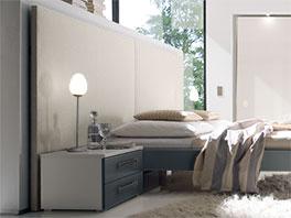 Bett Brescia aus MDF mit großem Wandpanell