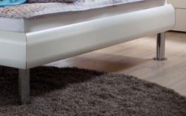 Bett Caliari im MDF-Design mit verchromten Fuessen