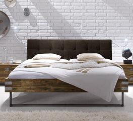 Bett Hamina aus leichtem Akazienholz
