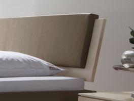 Das Bett Lecce mit Kopfteilpolster Nevada