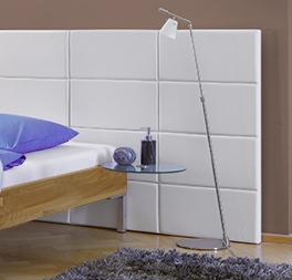 Bett Lamesa mit weißem Wandpaneel