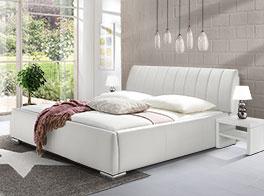 Schlichtes Bett Lewdown in stilvollem Weiß