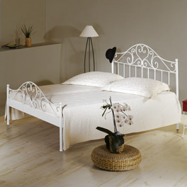 Bett Loria in charmantem Design