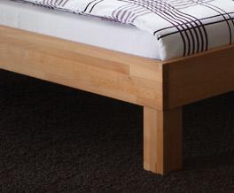 Stabiles Bett Luzern mit eckigen Füßen