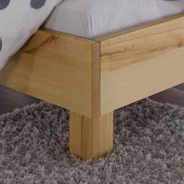 Bett Merubo mit Blockfüßen aus Wildbuche