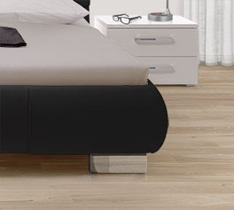 Bett Pera mit robusten Chromfüßen